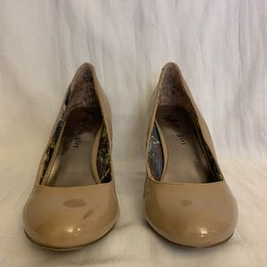 Lightly worn Tan patent leather Madden Girl pumps